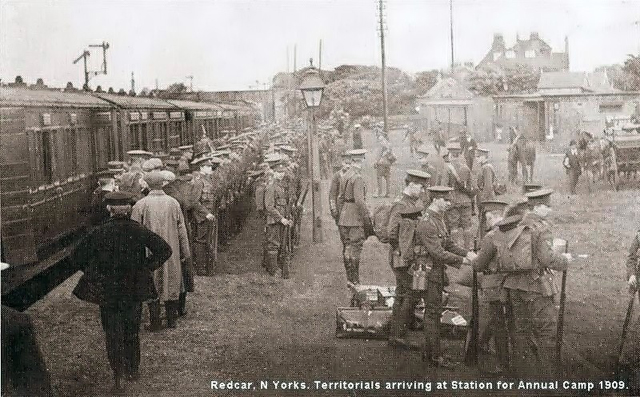 3999 N.Yorks Terriors arriving for camp Railway Station 1909.jpg
