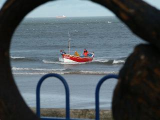 2164fishingboatthroughanchor.jpg
