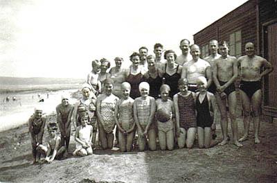 1814seagullsswimingpartywithpoloball
